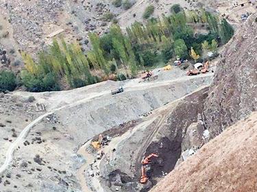 Afghanistan, cercatori d'oro sepolti vivi: 50 morti nel crollo di una miniera clandestina foto 1