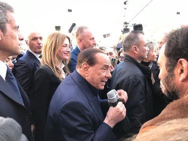 Berlusconi di nuovo in campo: