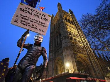 Brexit, il Parlamento vota a favore della riapertura dei negoziati con l'Ue foto 1