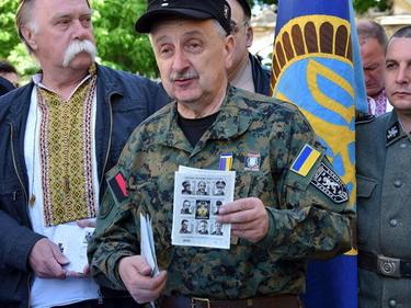 Quando la bufala dei francobolli nazisti in Ucraina colpisce l'onorevole foto 6