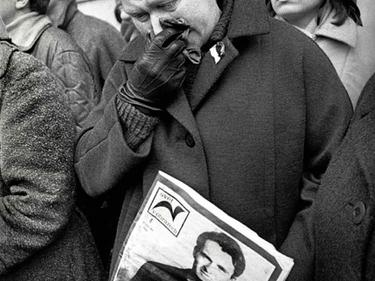 «La città intera che lo accompagnava»: Jan Palach, le foto del funerale a Praga foto 7