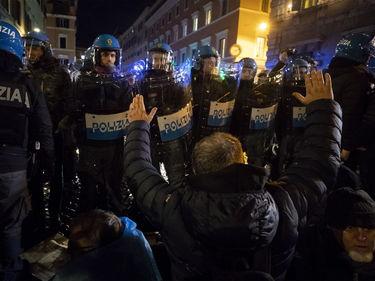 Ncc contro il dl Semplificazioni, scontri davanti al Senato:  6 agenti feriti foto 1