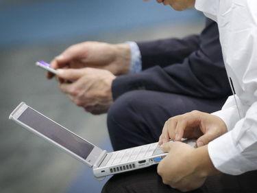 Distratti e informati: i pro e i contro della lettura sugli smartphone foto 1