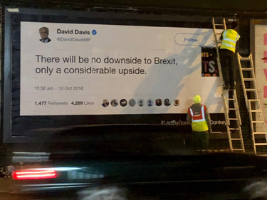 Fact-checking anti Brexit, i tweet dei politici finiscono sui cartelloni pubblicitari foto 1