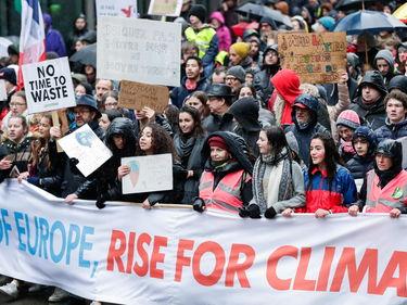 In migliaia in marcia per il clima a Bruxelles - Il video foto 2
