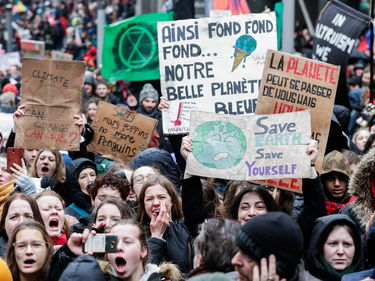 In migliaia in marcia per il clima a Bruxelles - Il video foto 1