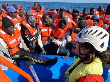 Migranti soccorsi riportati in Libia. Oim: «Sono in un centro di detenzione» foto 1