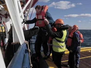 SeaWatch 3 ancora in mare: arriva la missione di supporto/VIDEO foto 1