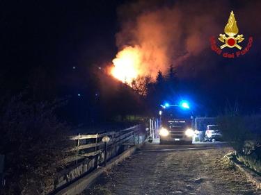 Varese, incendio sul monte Martica: 100 ettari di bosco in fiamme foto 4