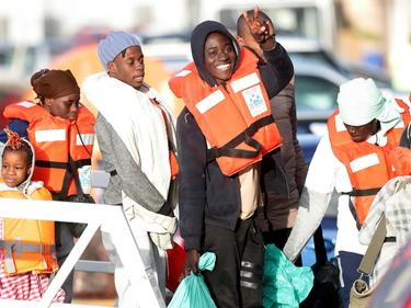 Sea Watch, sbarcati a Malta i 49 migranti. Salvini convoca un vertice foto 1