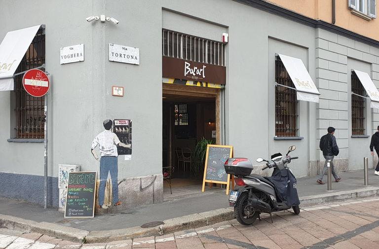 Salvini al distributore di armi. Nuovo blitz di TvBoy nel cuore di Milano 2