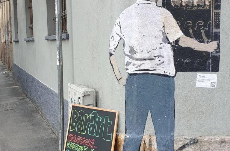 Salvini al distributore di armi. Nuovo blitz di TvBoy nel cuore di Milano 3