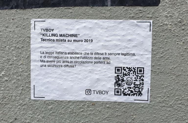 Salvini al distributore di armi. Nuovo blitz di TvBoy nel cuore di Milano 4