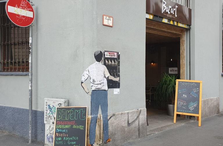 Salvini al distributore di armi. Nuovo blitz di TvBoy nel cuore di Milano 5