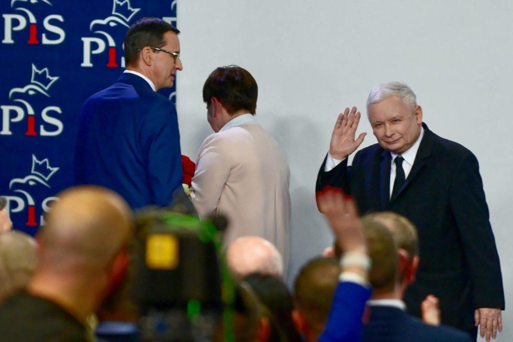 Il leader del partito ultraconservatore PiS Jaroslaw Kaczynski dopo l'arrivo dei primi exit poll a Varsavia, Polonia, 26 maggio 2019. Epa/Jakub Kaminski