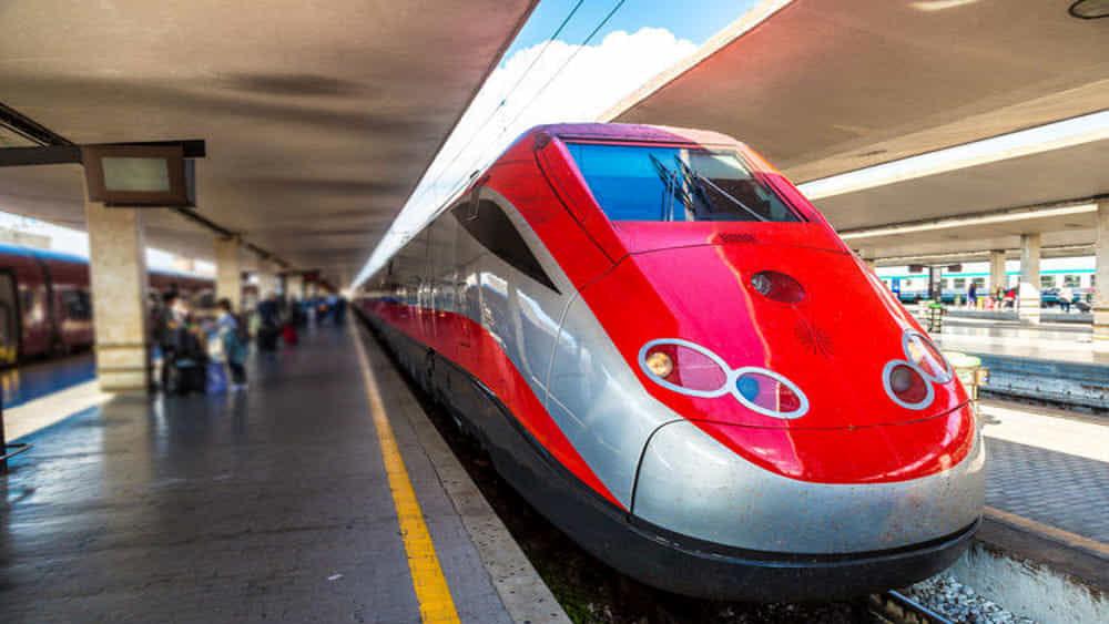 Viaggi in treno, il ministro Speranza: