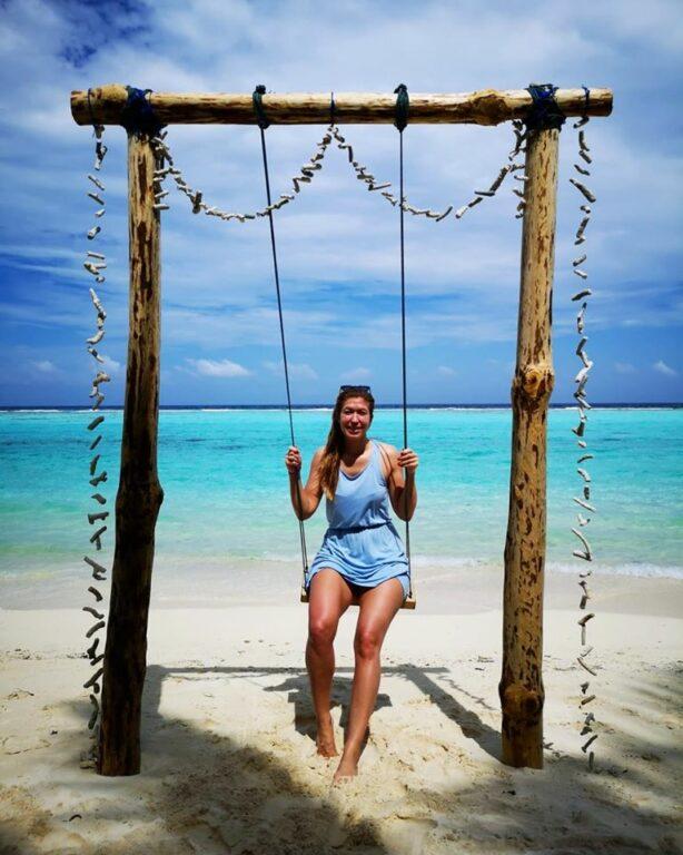Posta una foto alle Maldive, deputata M5s nella bufera social