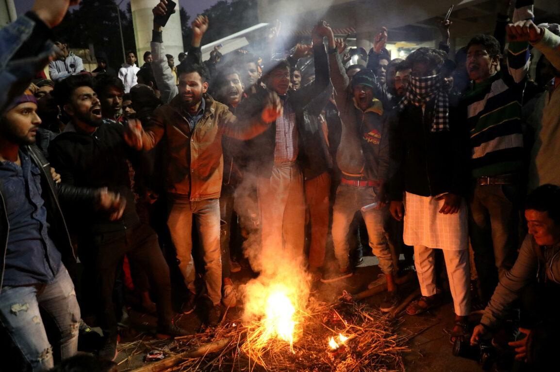 Legge sulla cittadinanza, violente proteste in India: diversi morti