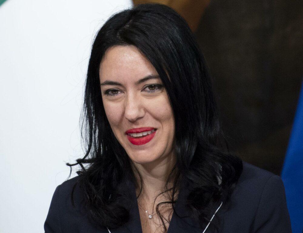 Azzolina risponde a Salvini: