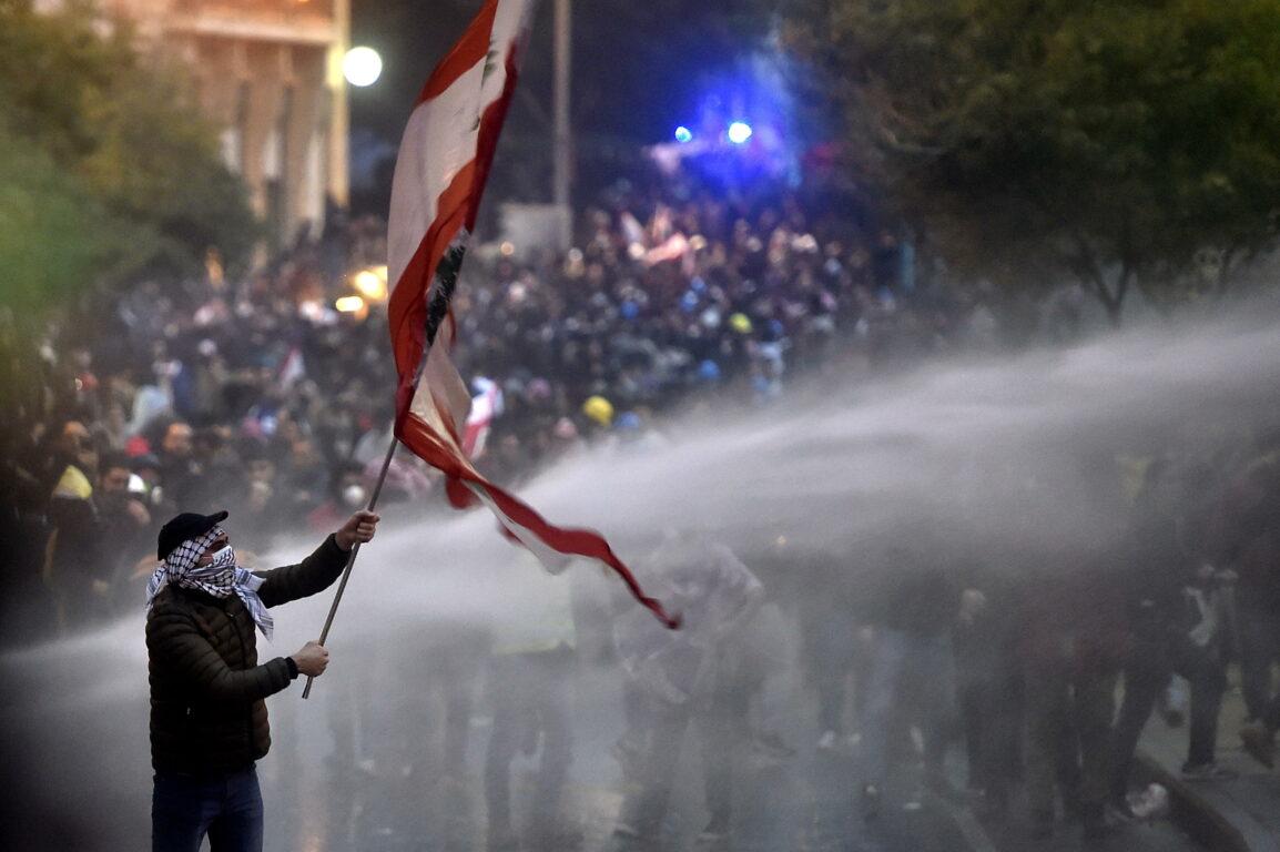 Libano: scontri in piazza a Beirut contro la corruzione del sistema politico