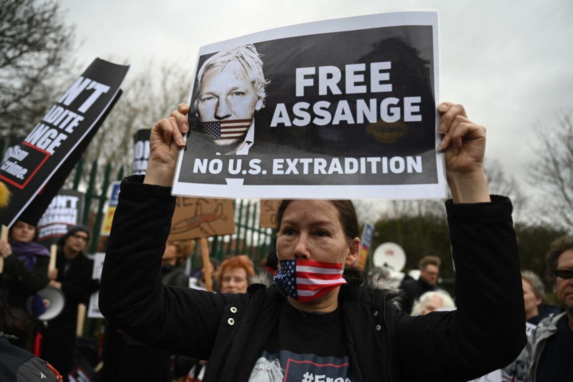 Risultato immagini per decisioni contro  contro Julian Assange  marzo 2020