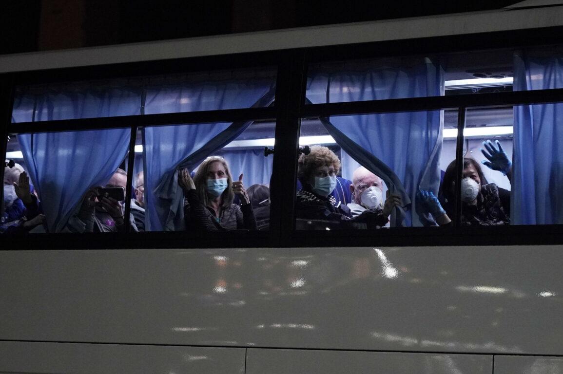 Coronavirus, i morti in Cina salgono a 1.765. Nell'Hubei 100