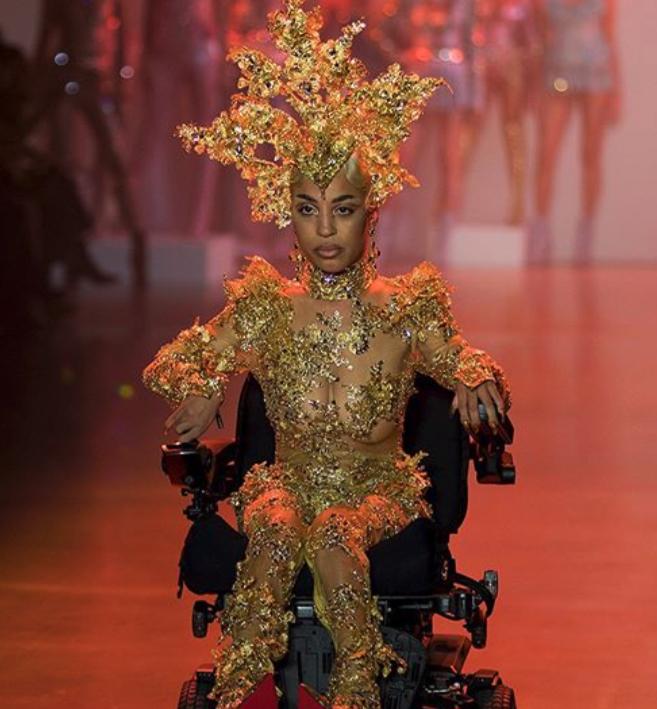 New York |  il debutto di una modella in carrozzina alla settimana della moda