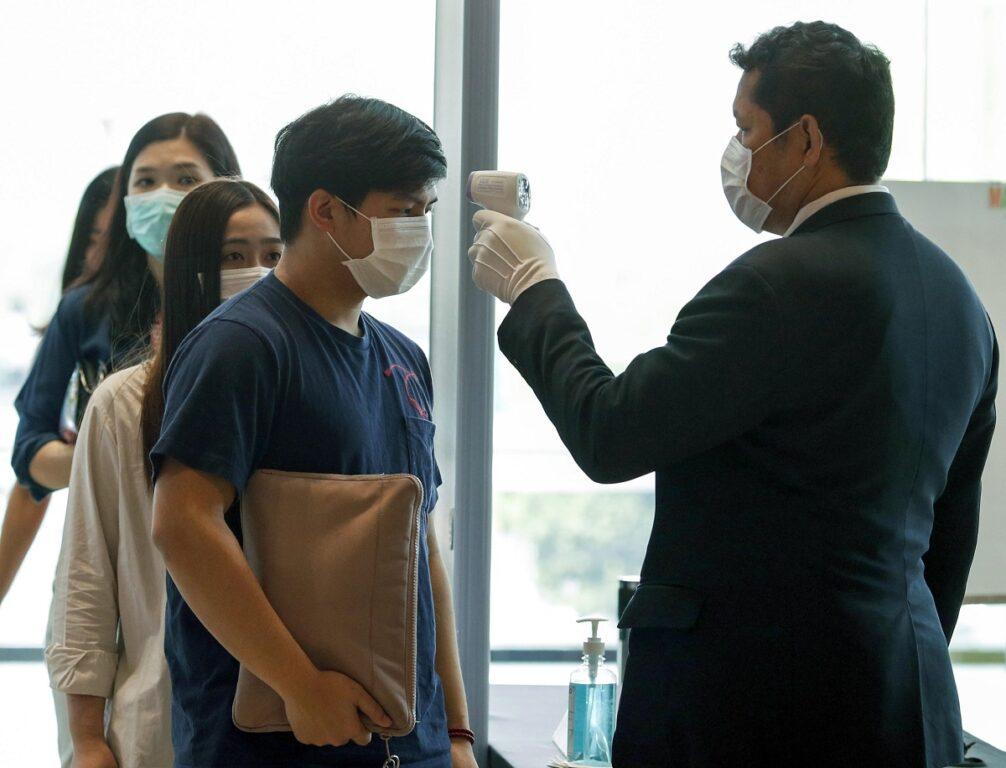 Virus cinese: Hong Kong chiude la maggior parte dei valichi di confine