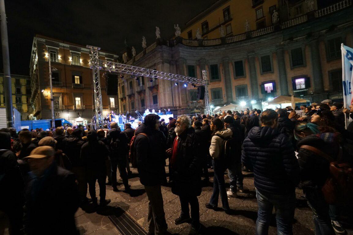 Napoli, duello tra Salvini e Santori. Ma le Sardine non sfon