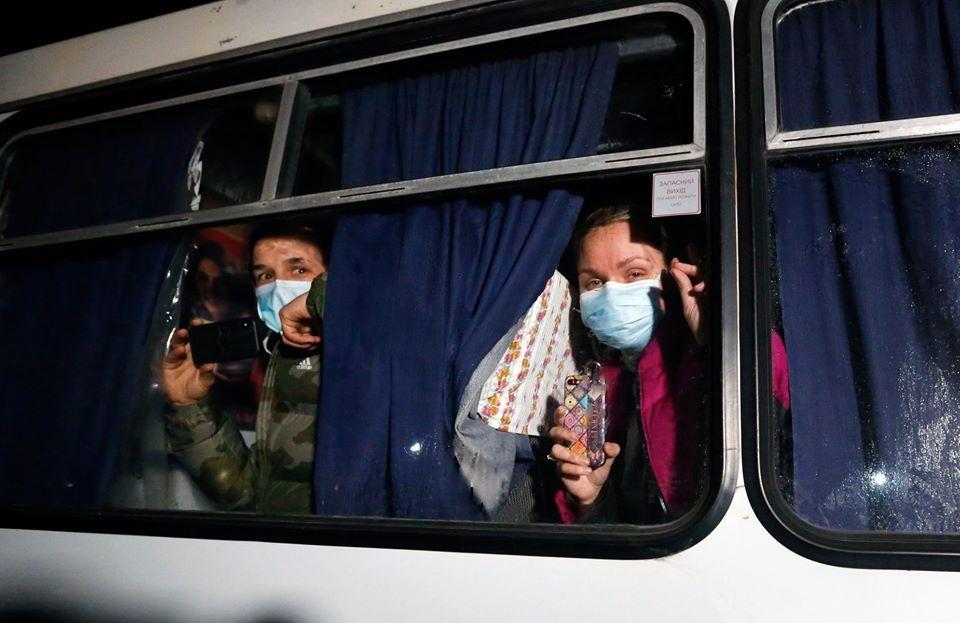Coronavirus. Psicosi Ucraina, blocchi e sassi lanciati contr