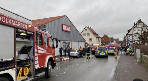 Auto sul corteo di carnevale in Germania, 30 feriti