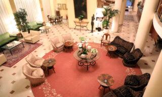 Una veduta della hall deserta del Gran Visconti Palace Hotel, Milano 2 Marzo 2020
