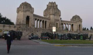 Coronavirus: esercito al cimitero monumentale di Bergamo per smaltire le bare