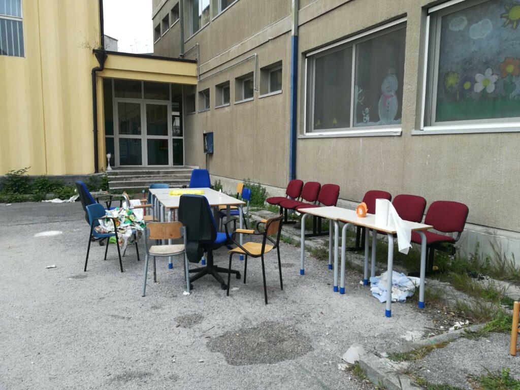 Coronavirus Vandalizzano Una Scuola Di Napoli E Organizzano Una Grigliata In Giardino La Preside Mariuoli Incalliti Open
