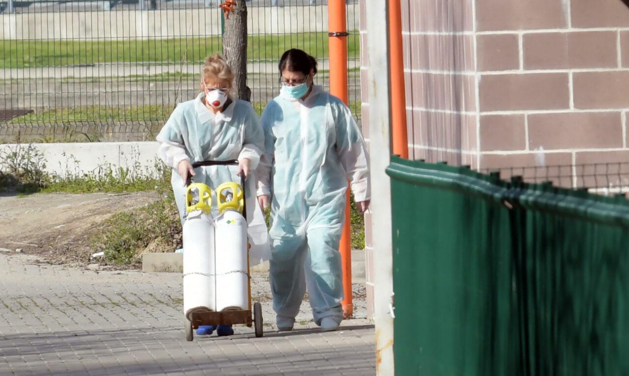 In Lombardia frenano contagi e decessi