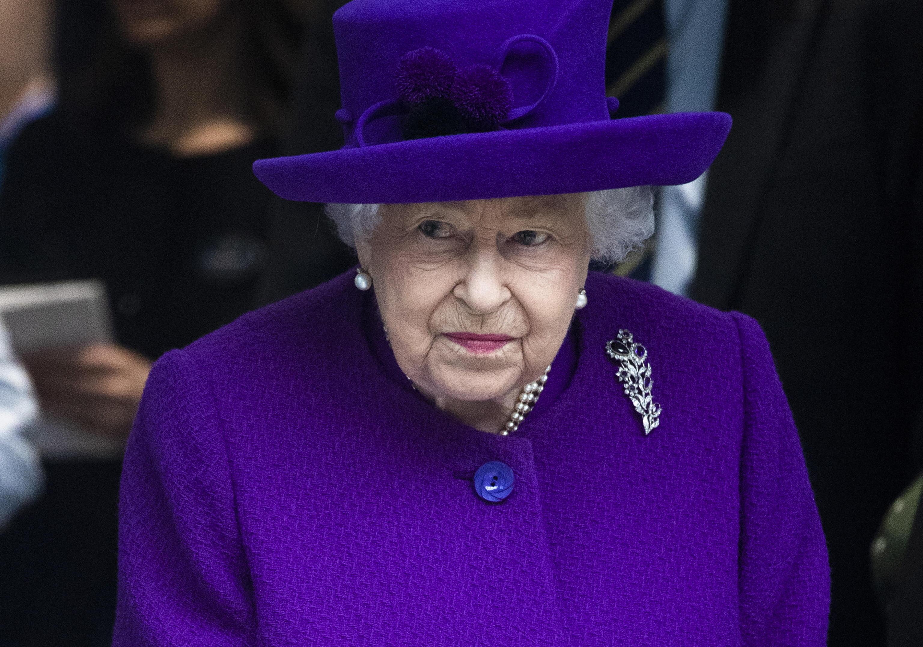 королевы великобритании список официальным данным