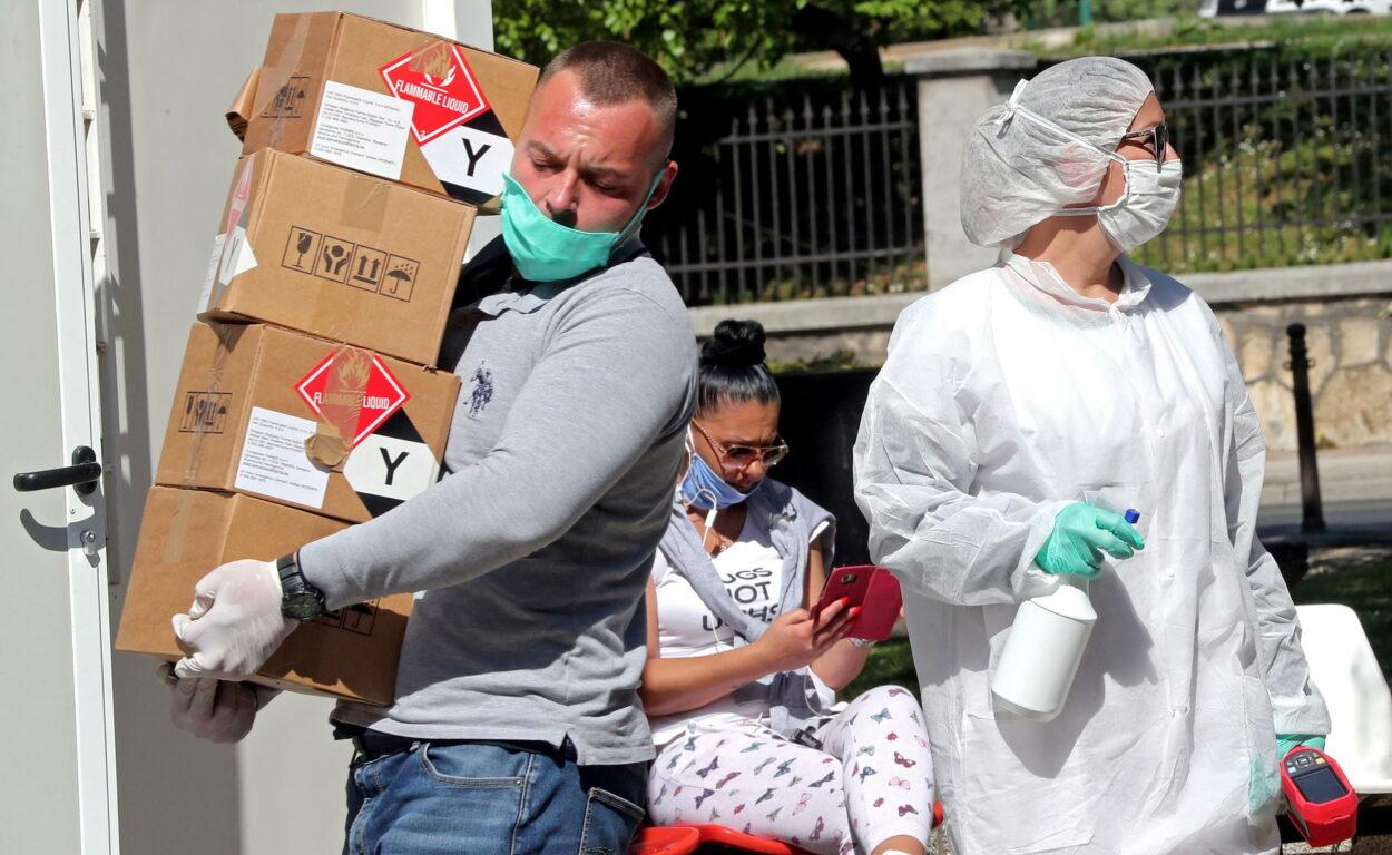 Coronavirus, ultime notizie – In Italia risale (di poco) la