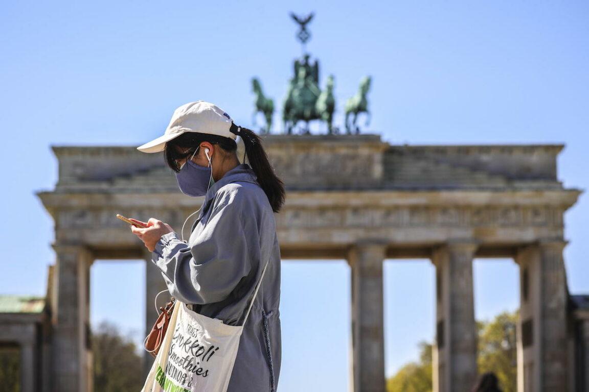 Covid 19, ultime notizie – Il consiglio di Merkel: «Andate in Italia per le vacanze». II Sudafrica perde 2,2 milioni di posti di lavoro. Mai così  tanti