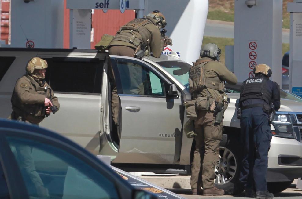 Sparatoria in Canada, almeno 16 morti