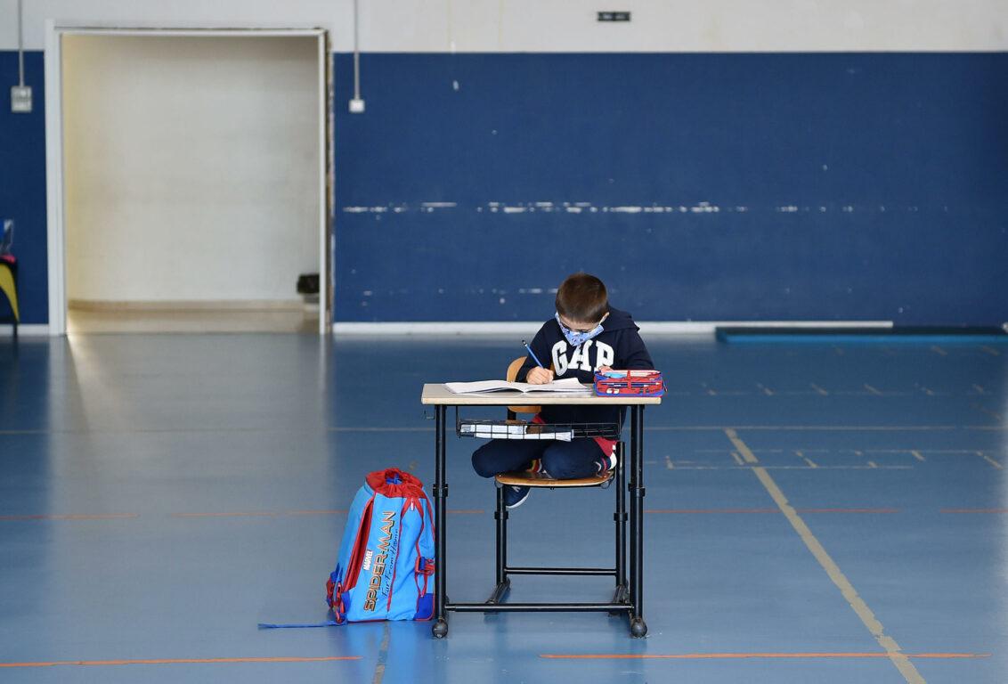 Scuola, come si dovrà stare in classe da settembre: banchi a un ...