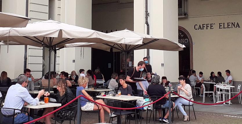 Coronavirus |  la movida degli adolescenti a Torino |  «Meglio correre un rischio che morire