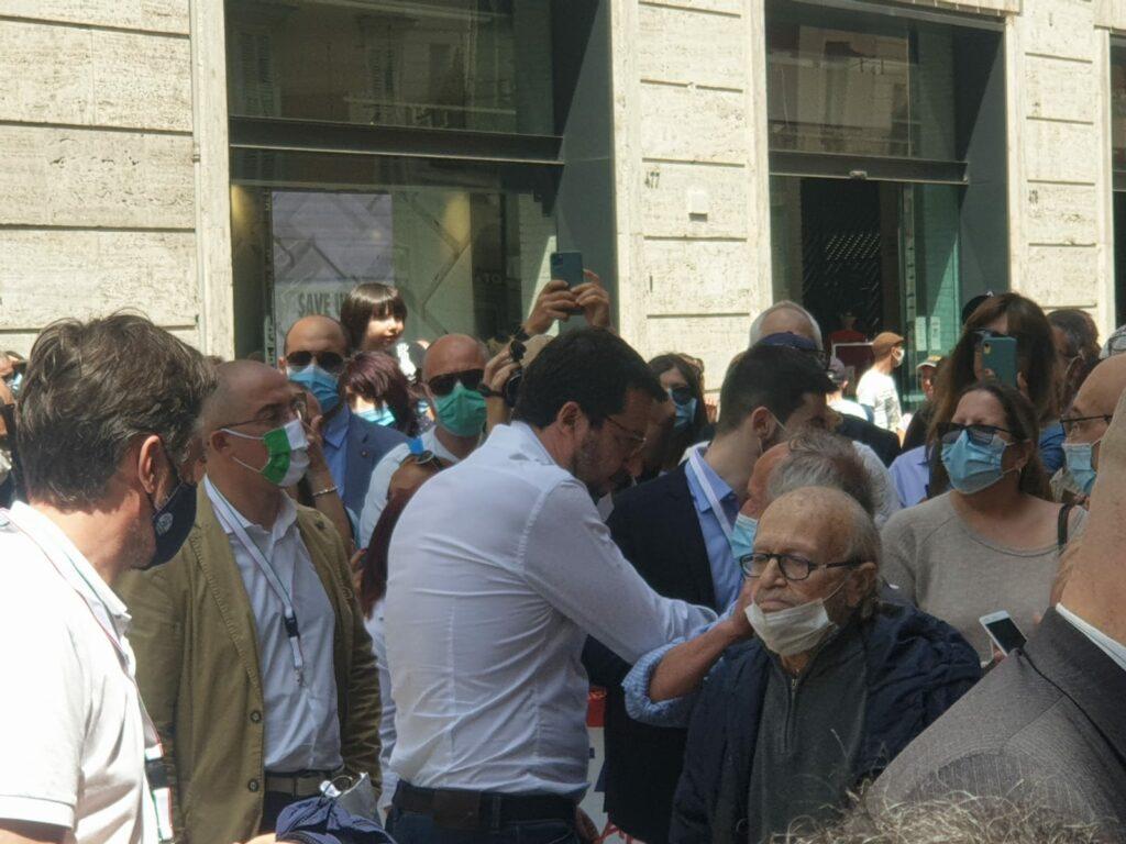 L'opposizione in piazza a Roma contro Conte. Polemica per ma