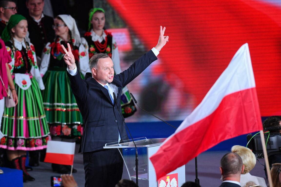 Polonia: si vota per le presidenziali, sfida tra Duda e Trzaskowski