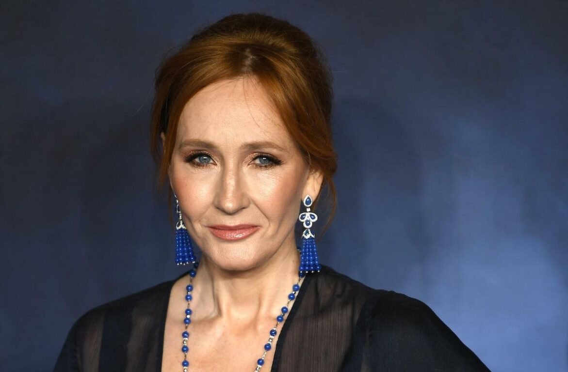 JK Rowling si difende dalle accuse dopo i tweet anti-trans