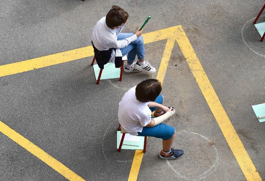 Buio pesto sul primo giorno di scuola: la campanella rischia di suonare dopo il 23 settembre