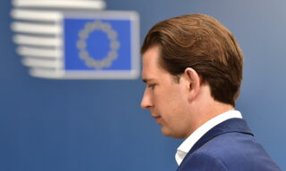 Al termine del primo giorno di vertice anche il cancelliere austriaco Sebastian Kurz aveva mostrato la sua contrarietà alla proposta sul Recovery Fund: 500 miliardi di aiuti a fondo perduto. Vienna in particolare non vuole che si crei «un'Unione dei debiti a lungo termine», aveva dichiarato