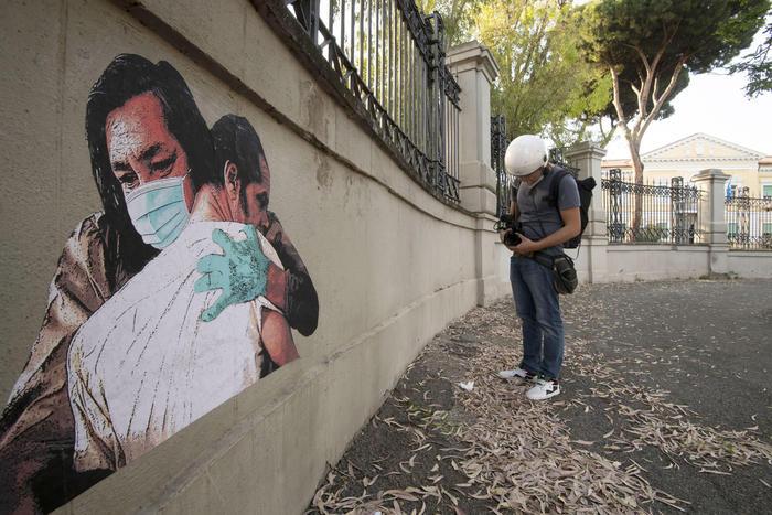Spunta il murale di Ennio Morricone: l'opera nella
