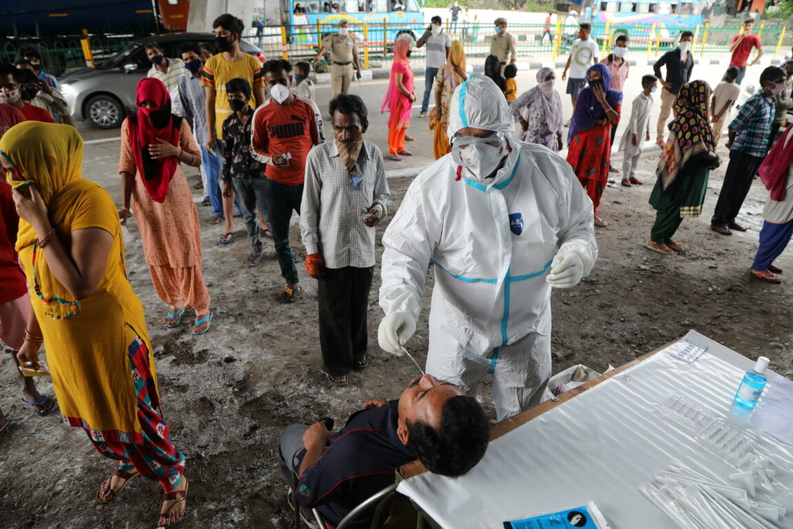 Vaccino, pronto il piano di Conte Hub con dosi ogni 30mila abitanti