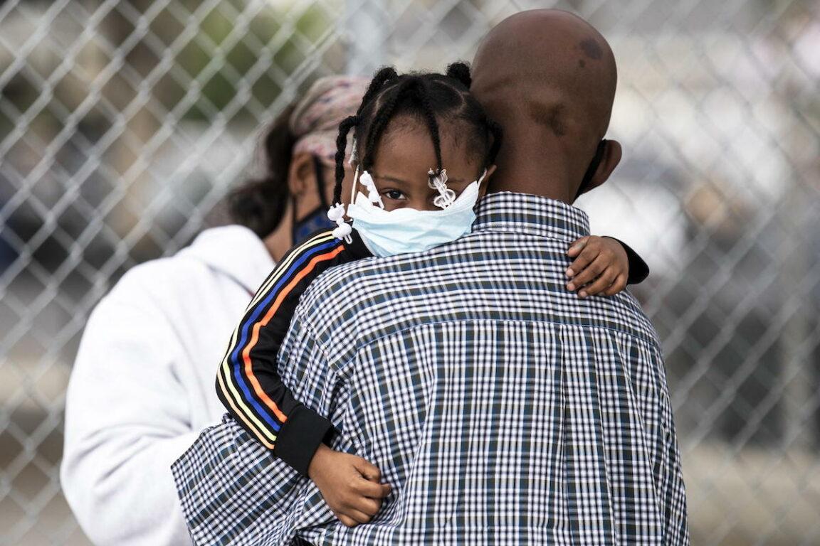 Coronavirus, negli Stati Uniti più di 1200 morti in 24 ore. Facebook e Twitter contro Trump: «Fa disinformazione sul Covid 19»