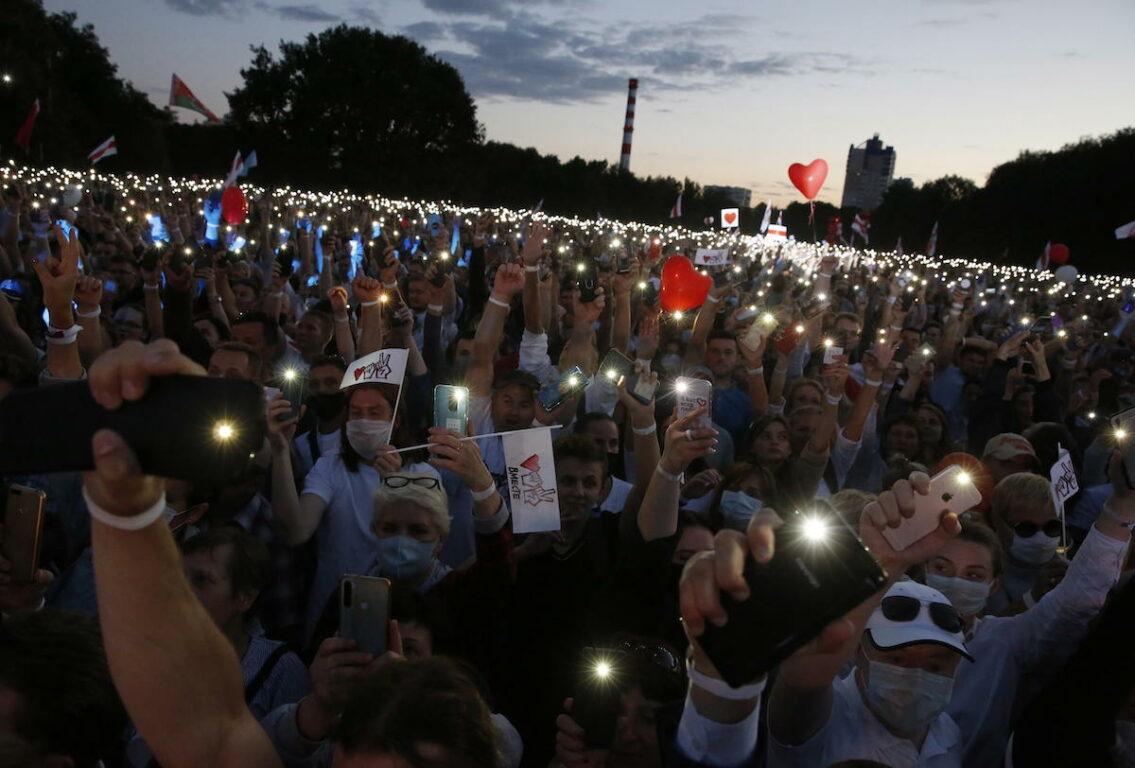 Tikhanovskaya: continuare con gli scioperi, via Lukashenko